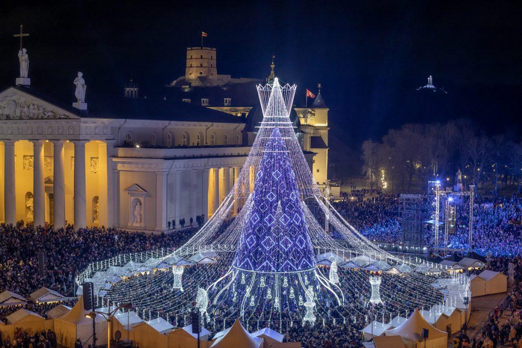 Kerstboom en kerstmarkt in Vilnius